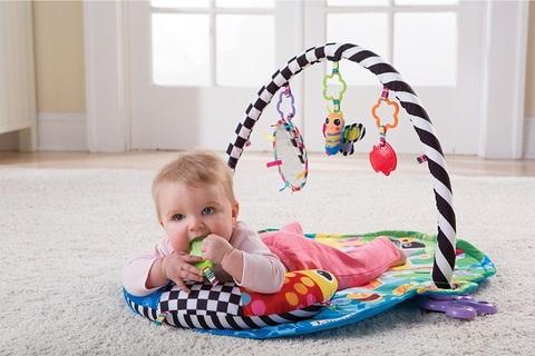 Как правильно выбрать развивающий коврик для вашего малыша?
