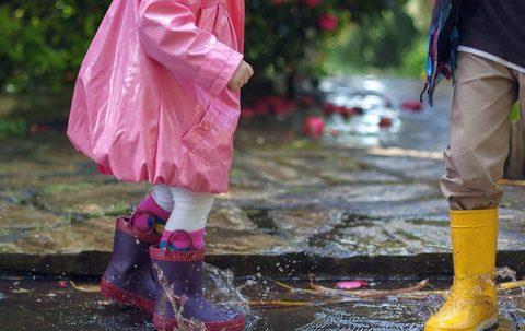 Какую обувь покупать ребенку на весну?