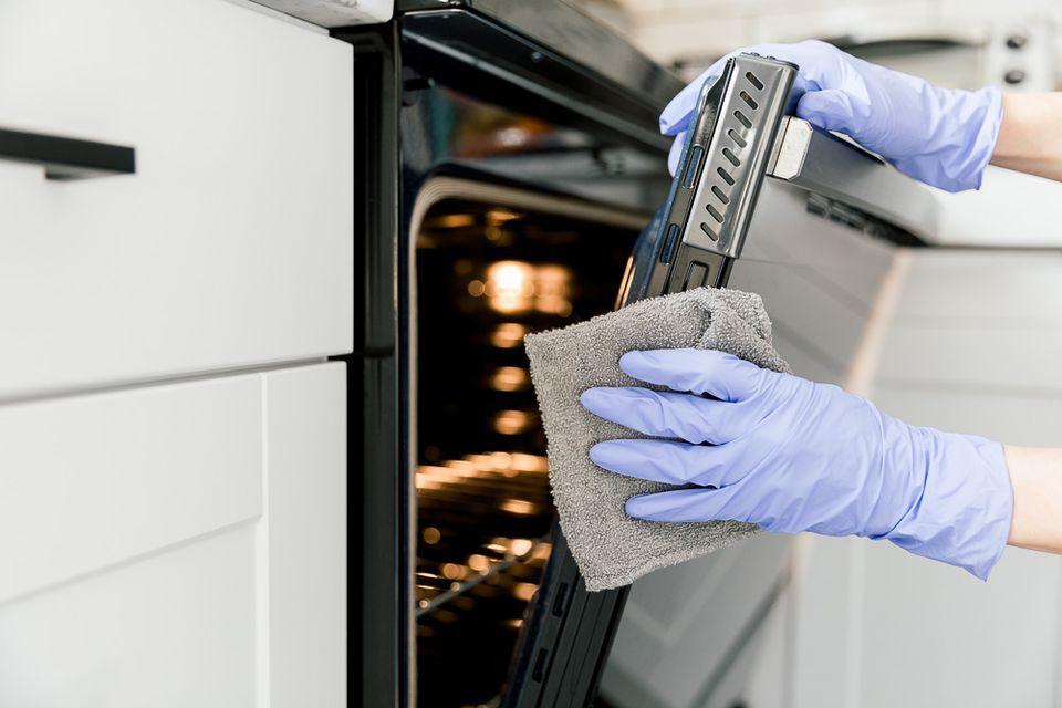 Как собраться с духом и отмыть духовку