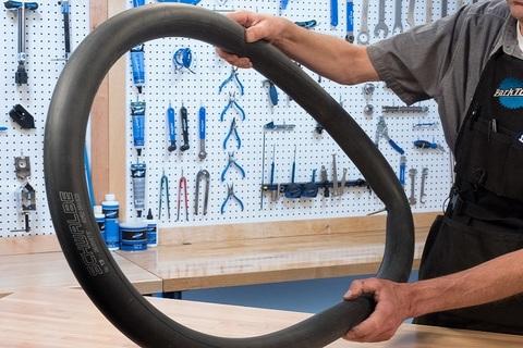 Ремонт велосипеда: Как заклеить велосипедную камеру