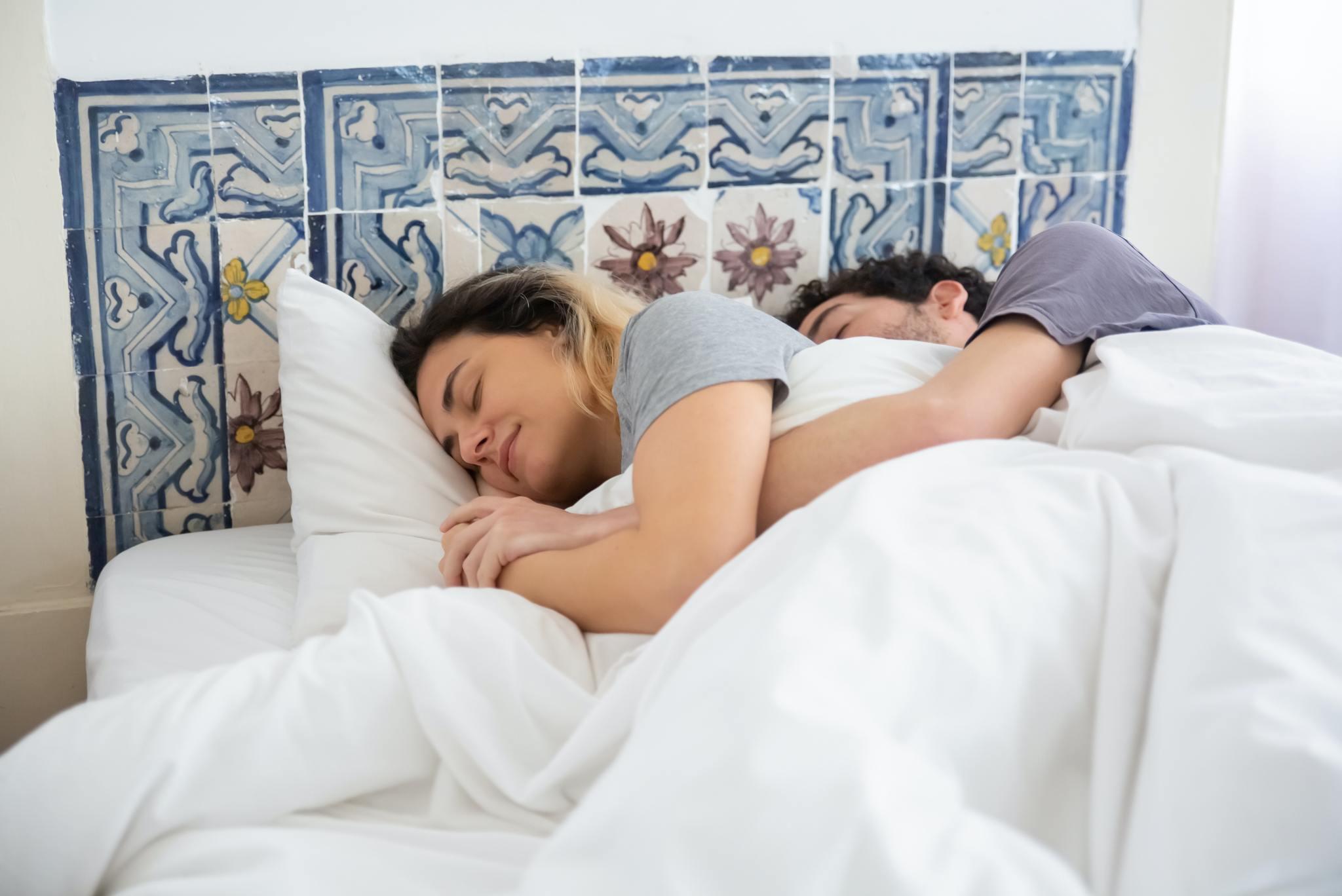 Как утяжеленное одеяло влияет на сон и качество жизни?