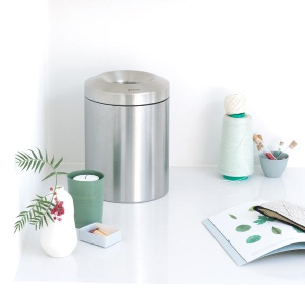 Урна для мусора: порядок и безопасность рядом с офисом