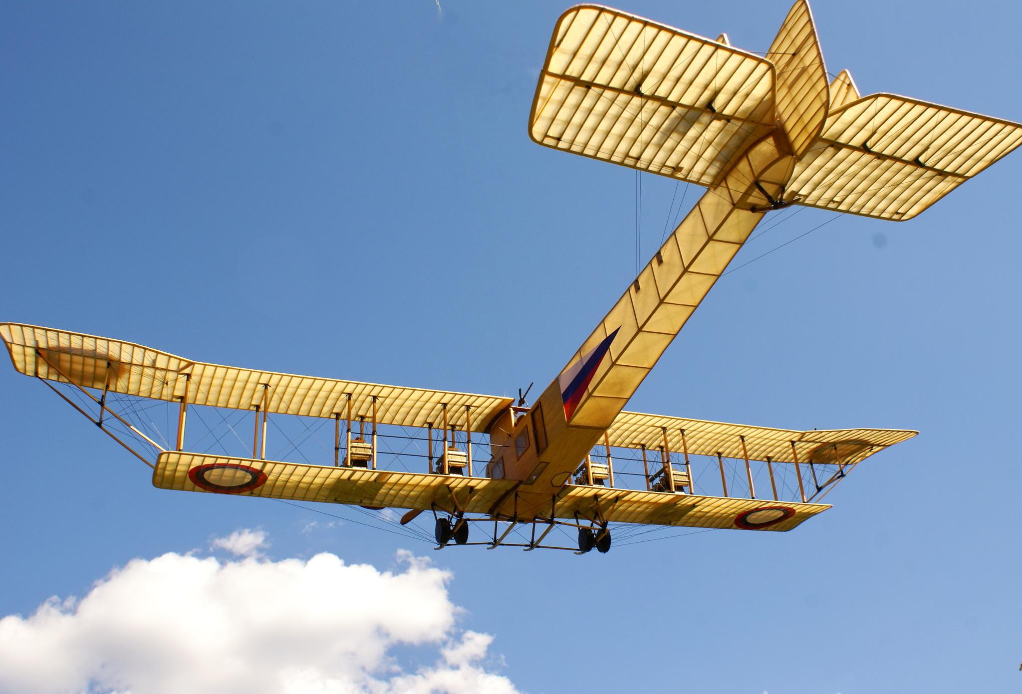 Уменьшенная копия самолета Илья Муромец