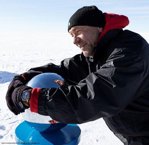 Бронзовые часы VE N1 Rocket vs Антарктика