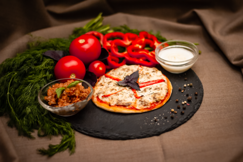 Мини-пицца с растительным фаршем