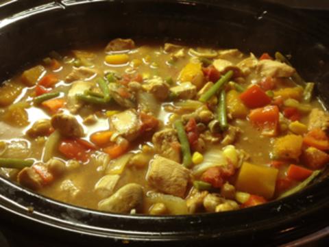 Великолепное рагу из курицы и овощей, приготовленное на сковороде вок