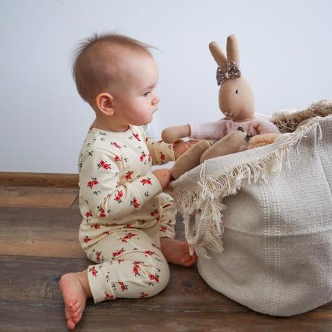 Какие игрушки выбрать для малыша до года?