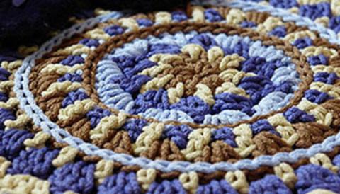 Вязание ковров из полиэфирного шнура
