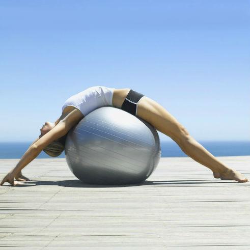 Какое влияние на организм и фигуру имеют тренировки с фитболом