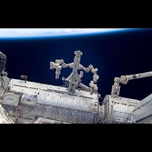 Роботы чинят сами себя в открытом космосе