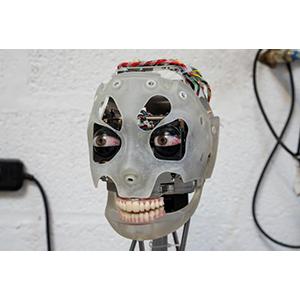Робот-художник Ai-Da
