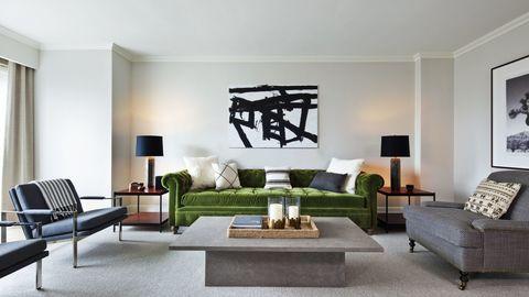Товары бренда RH в гостиничных интерьерах