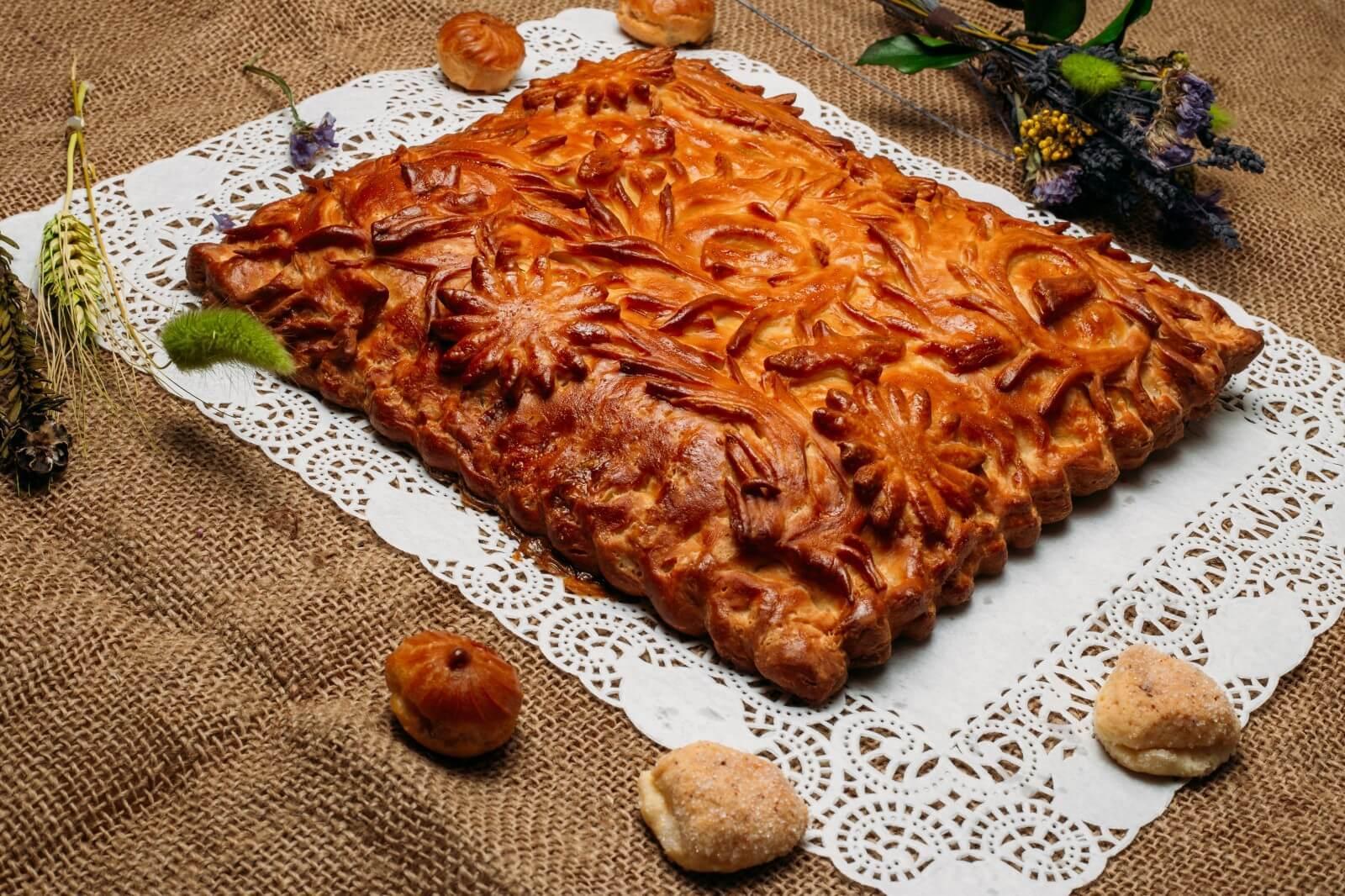 Как красиво украшать пироги из дрожжевого теста: способы оформления и украшения пошагово с фото