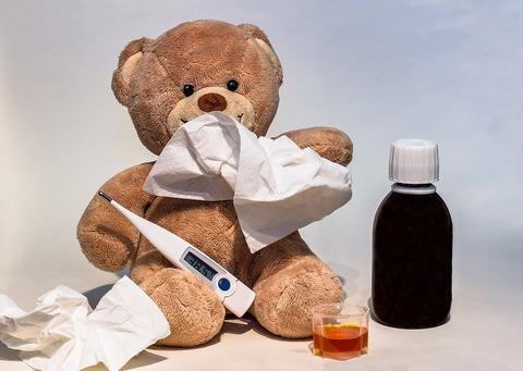 4 естественных способа облегчить жар у ребёнка