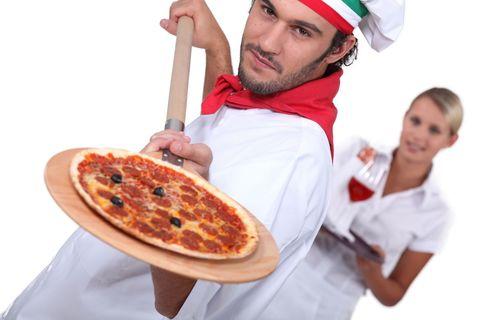 Как приготовить пиццу в духовке: при какой температуре выпекать и как долго держать?
