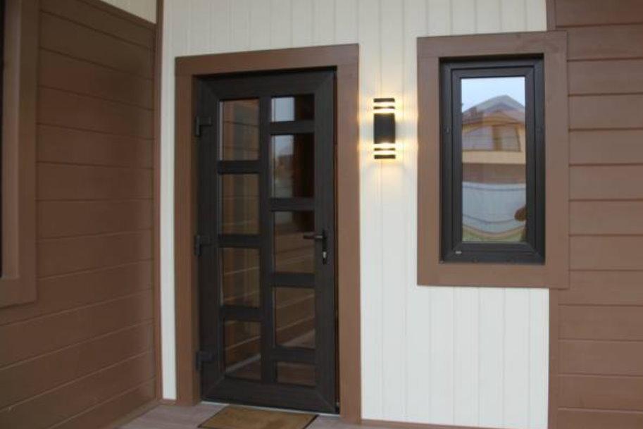 Какие бывают ПВХ двери: материалы и фурнитура