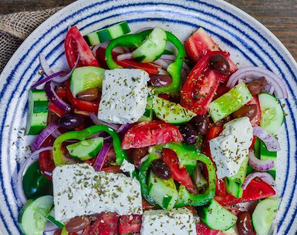 Традиционный греческий салат Horiatiki