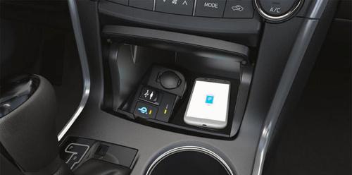 Вслед за седаном Avalon функция беспроводной зарядки по технологии Qi появится в обновленной Camry, которая будет выпущена будущим летом.