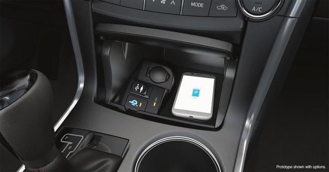 В обновлённой Toyota Camry появится функция беспроводной зарядки телефонов