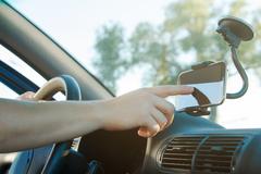 Неодимовые магниты делают держатели гаджетов в автомобиле мощнее