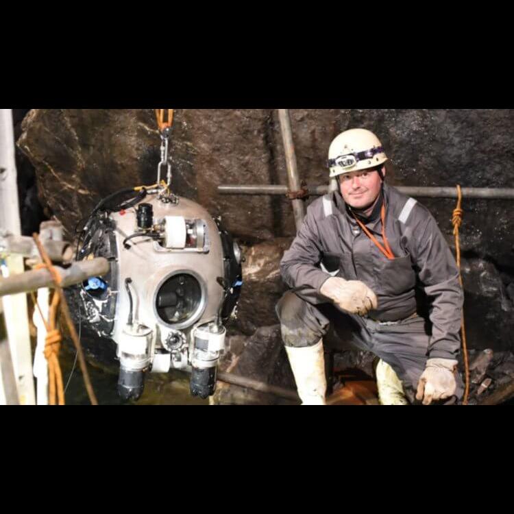 Робот инспектирует заброшенные шахты