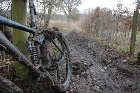 Как чистить велосипед от грязи