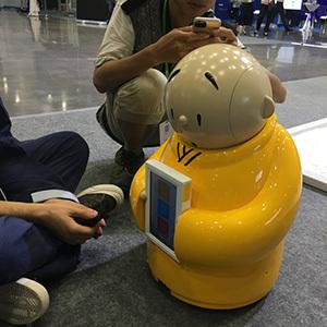 Робот Xian'er служит в храме