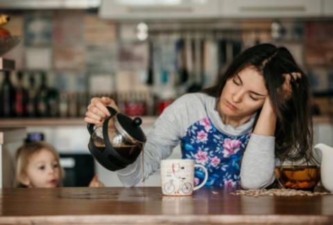 Чем так опасна для матерей депривация сна?
