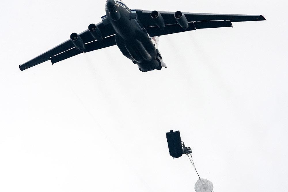 Бронетехника с экипажем в небе