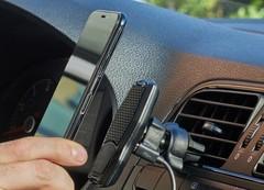 Магнит для фиксации смартфона на автомобильной консоли