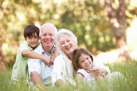 Бабушки и внуки: что они дают друг другу?