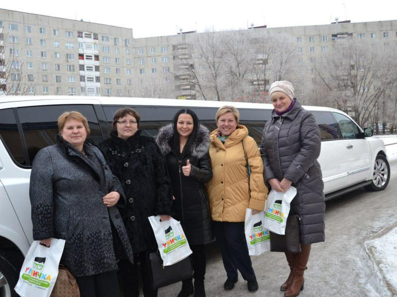 Экскурсия в мир создания игрушек на белом лимузине