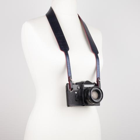 Почему стоит выбрать ремень для фотоаппарата из натуральной кожи?