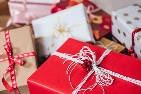 Вашего ребёнка пригласили на День Рождения к девочке, а вы не знаете, что подарить?