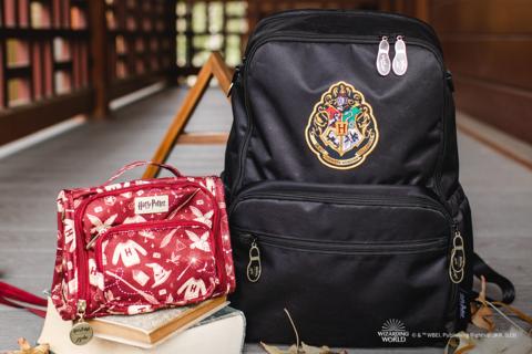 Это двойная магия с двумя новыми приключениями в JuJuBe   Harry Potter ™ ️ совместная работа! Комбинируй и комбинируй Hogwarts ™ ️ Essentials и Mischief Управляемый для полного стильного приключения!
