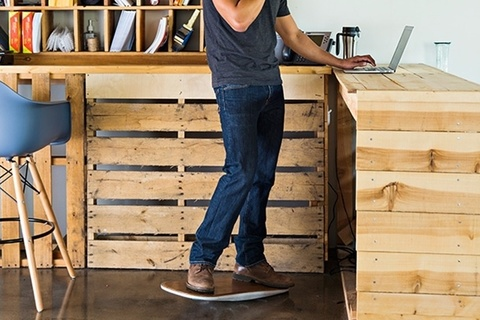 Стол для работы стоя - не слишком ли много времени на ногах?