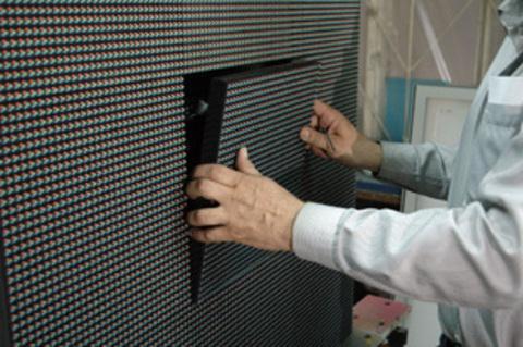 Samsung установил самый большой светодиодный экран у своего завода