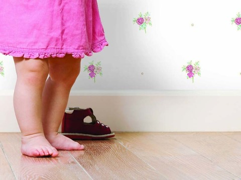 Нужно ли носить обувь дома ребенку?