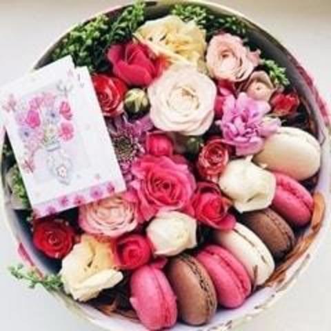 Квіти, подарунки та солодощі