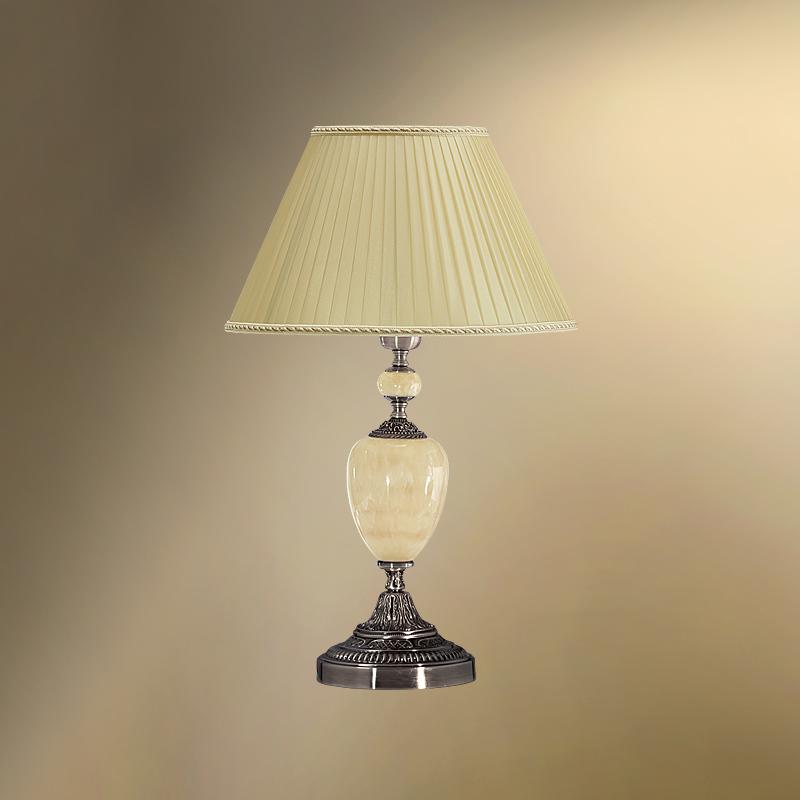 Настольная лампа с камнем