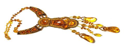 Колье из янтаря в этническом стиле