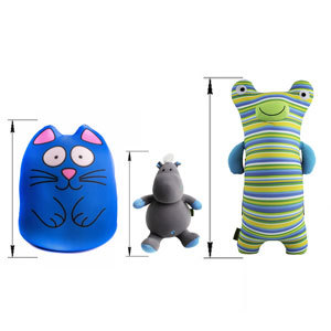 Маленькие мягкие игрушки и подушки