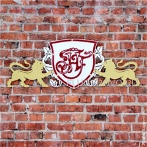 Фамильные гербы на коттедж
