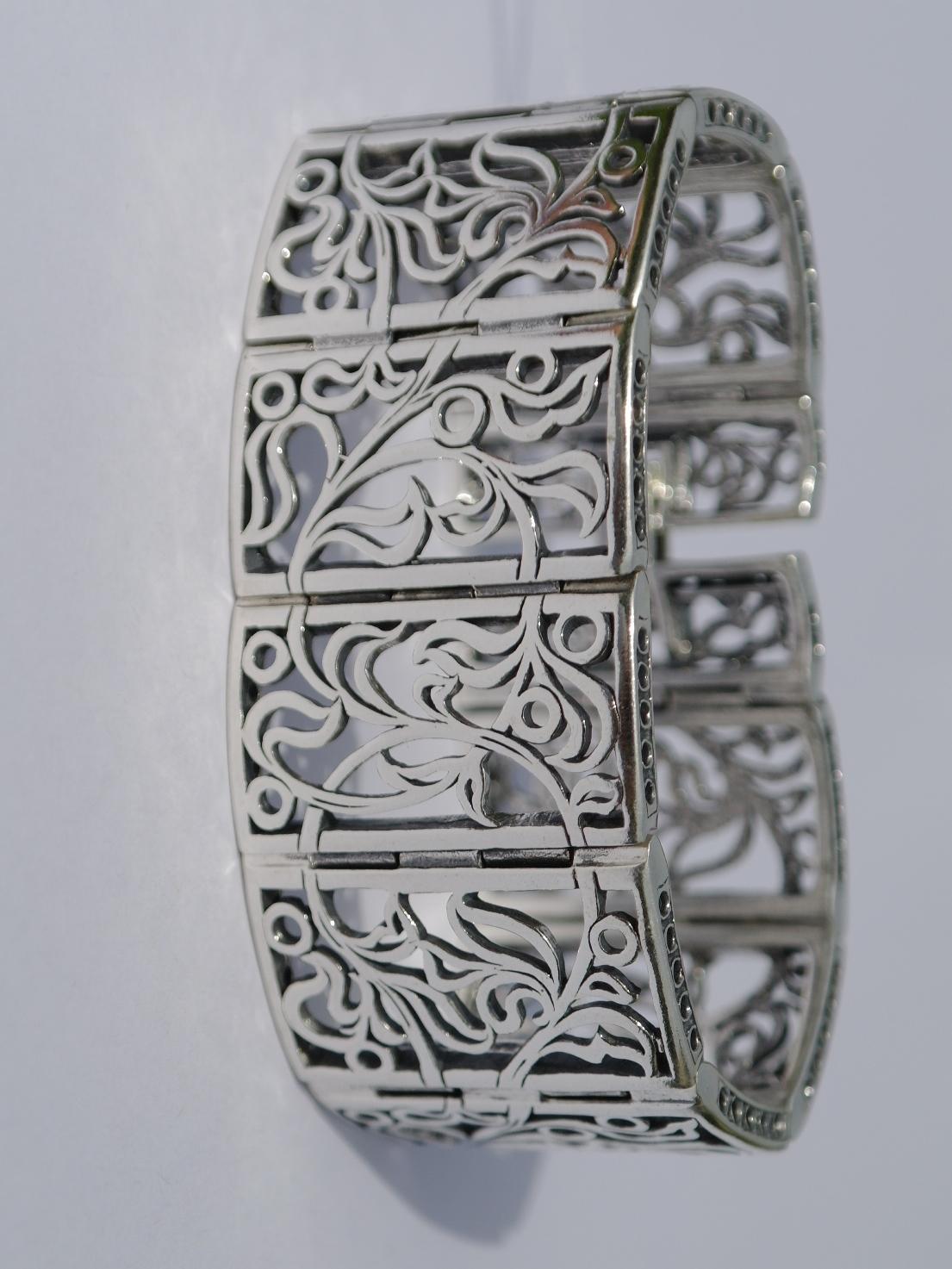 Серебряные браслеты без камней