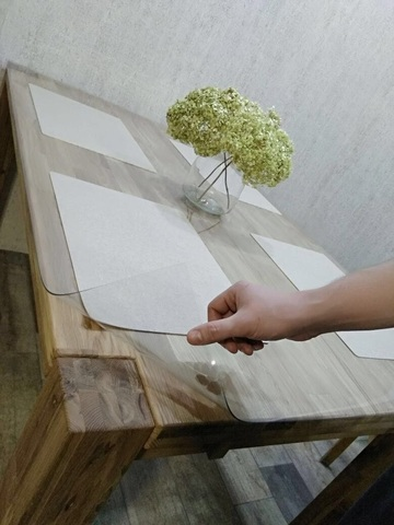Накладка на стол прозрачная ширина 110 см. длина до 320 см.