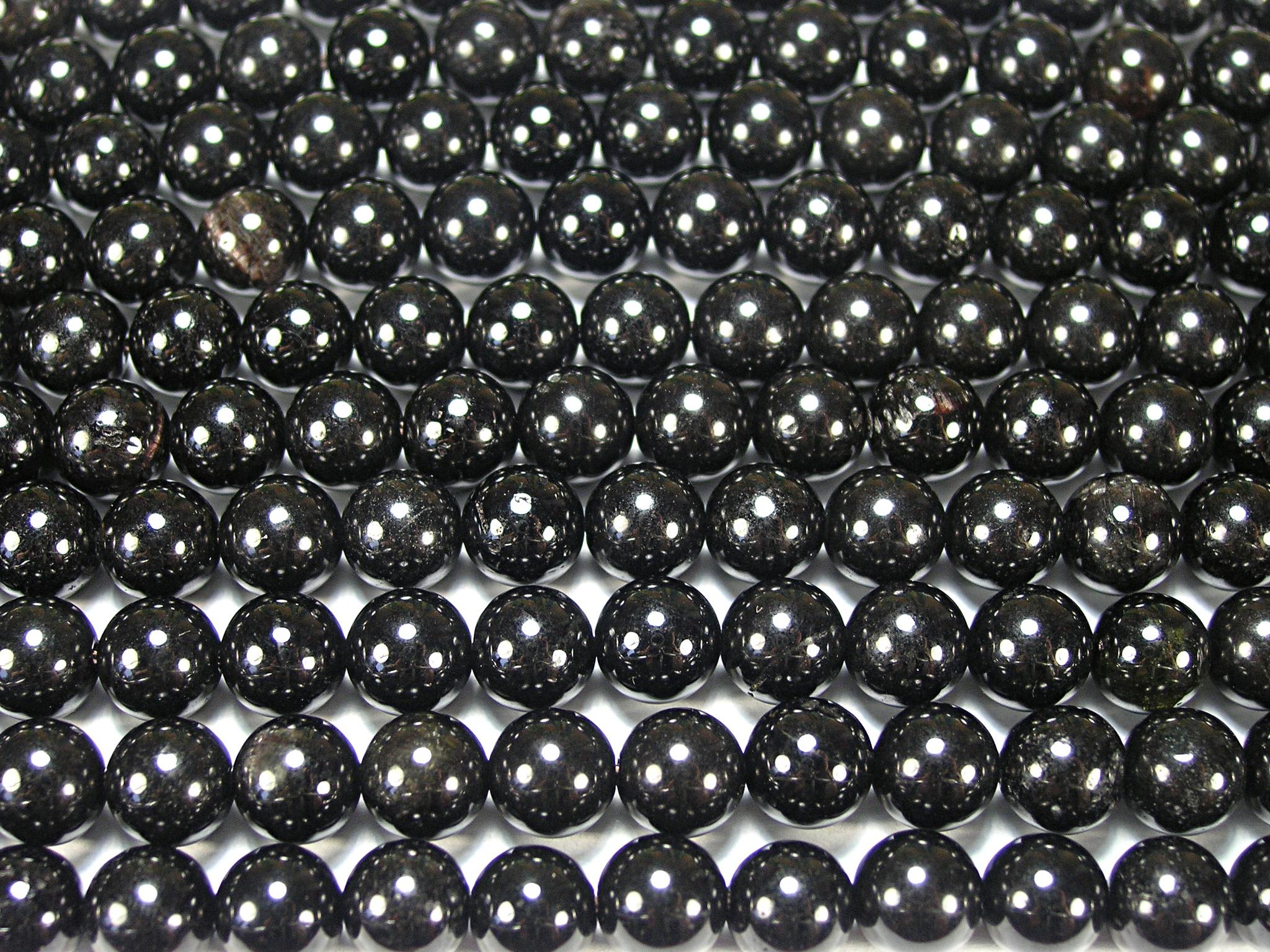Нить бусин из турмалина черного, шар гладкий 8мм