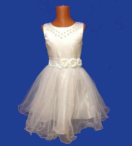 Белое короткое платье с жемчугом