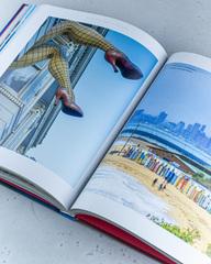 Книга «Маршруты твоего сердца» из серии Lonely Planet, 304 стр.