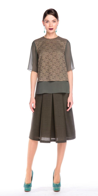 Блуза Г576-314 - Прекрасная двойная блуза из комбинированной ткани. Нижняя часть из нежнейшего  вискозного шифона, верхняя из кружева в тон.  На нижней части по бокам есть разрезы. . Блуза отлично сидит на любой фигуре, она станет украшением вашего гардероба и поможет  создать элегантные запоминающиеся луки. Можно носить как на выпуск, так и заправляя внутренний слой в юбку. В этом варианте будет эффект кроп-топа