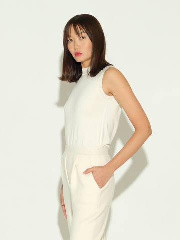 Женский свитер без рукавов молочного цвета из шелка и кашемира - фото 4